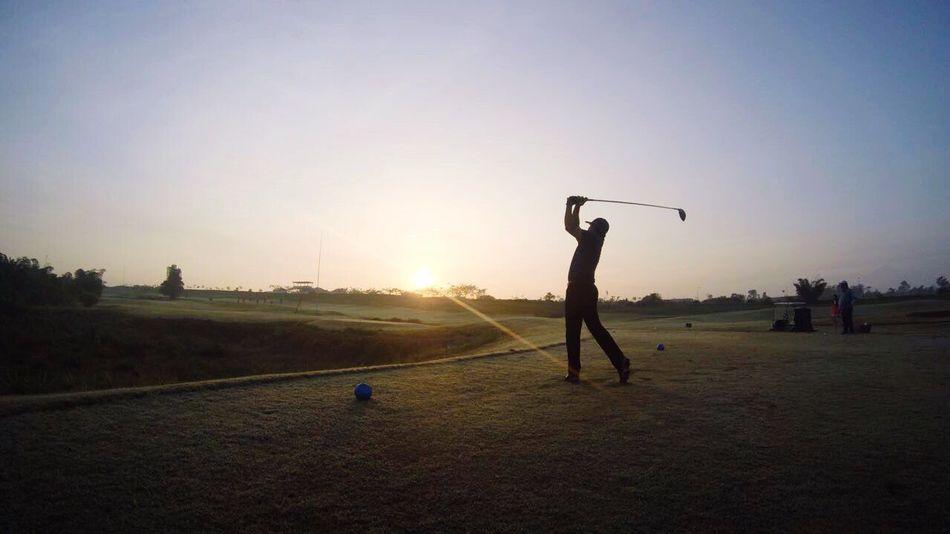 Morning shoot!! That's Me Enjoying Life Taking Photos People Photography Hello World Golf ⛳ Golf Course Ilovethisgame Sunrise Silhouette