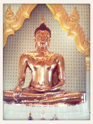 buddha statue in Bangkok by Sainiran