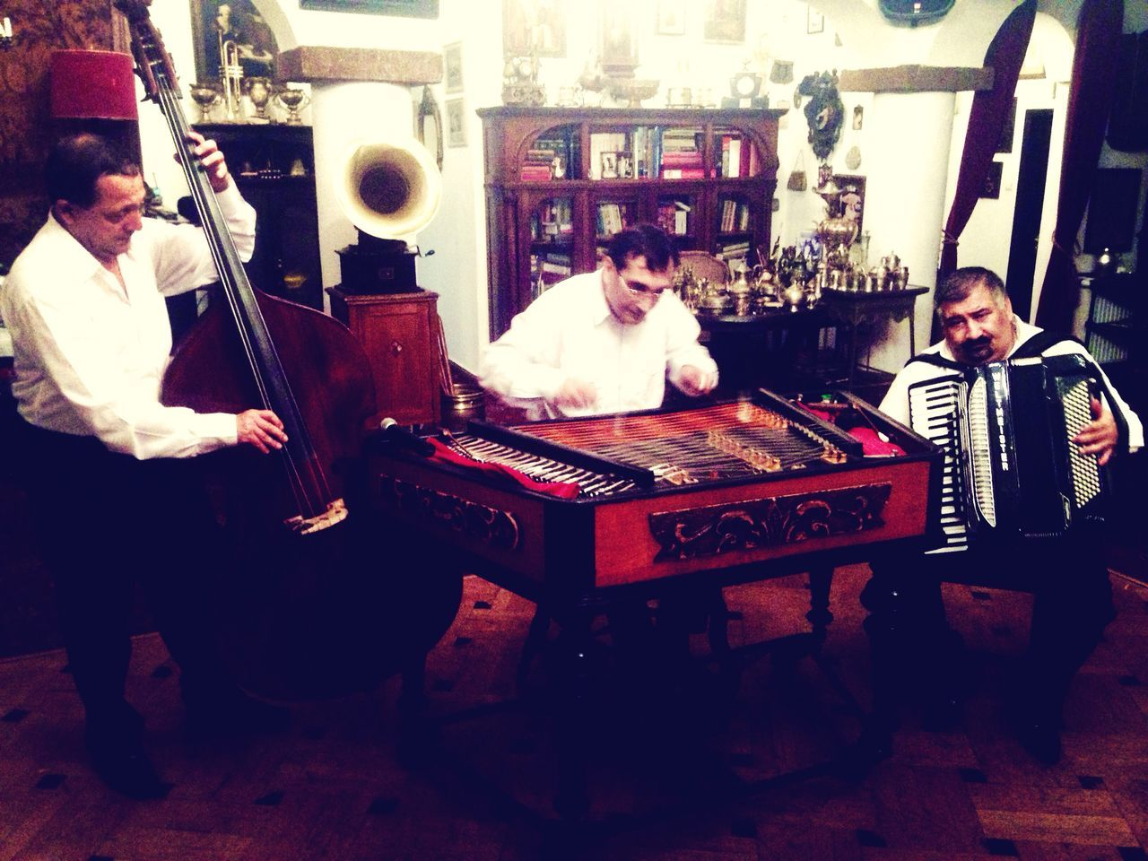 RePicture Team Hello World Enjoying Life Check This Out romanian classic music!