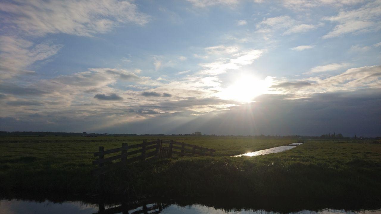 Water, grass, clouds and sky; the flatness of Holland Outdoors Scenics Farmlandscape Zuid-Hollands Landschap Nederlandse Natuur Rural Scene Groene Hart Zuidholland
