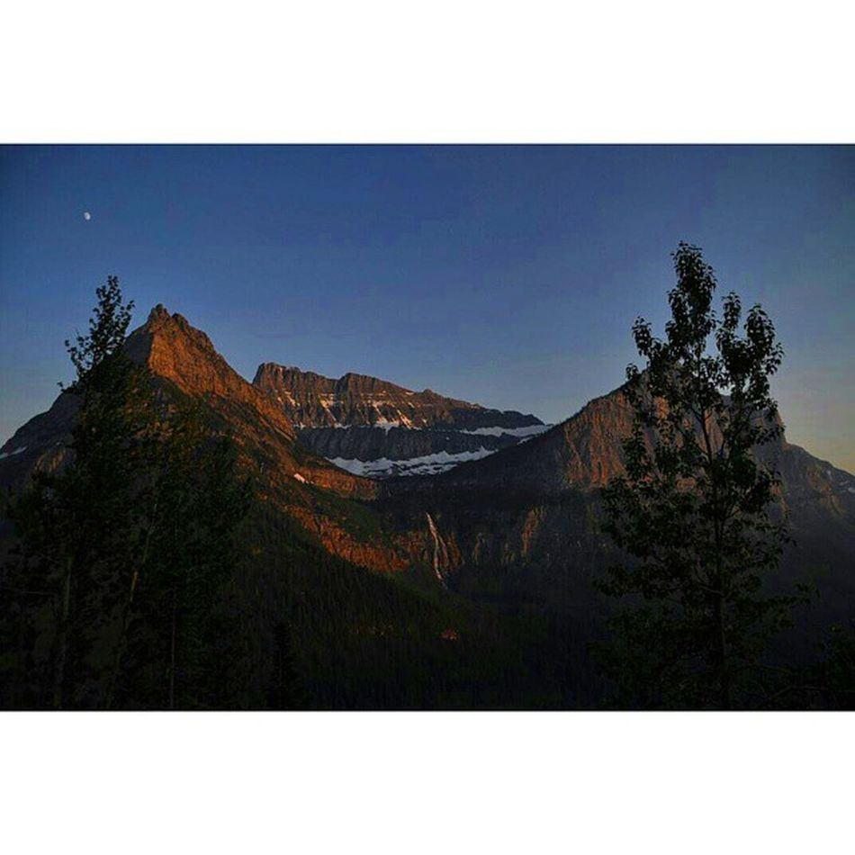 Sundown at Glacier national park Glaciernps Glaciernationalpark Nps Glacier Mountains Sunset Sundown Dusk Landscape Topography Instagram Golivexplore Visitmontana Crownofthecontinent Nikon D90 Montana Throughanewlenscontest Sunsetlovers