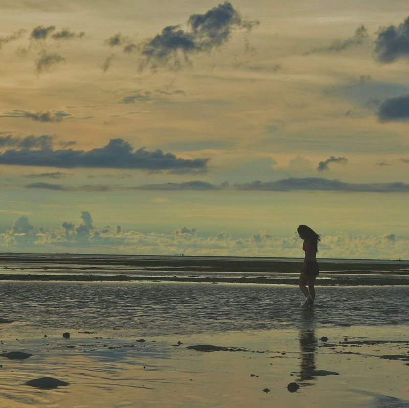 Relax. Beach Relax Chilling Sunset Silhouettes Sunset Lovers Sunsets Girl Walking Girl