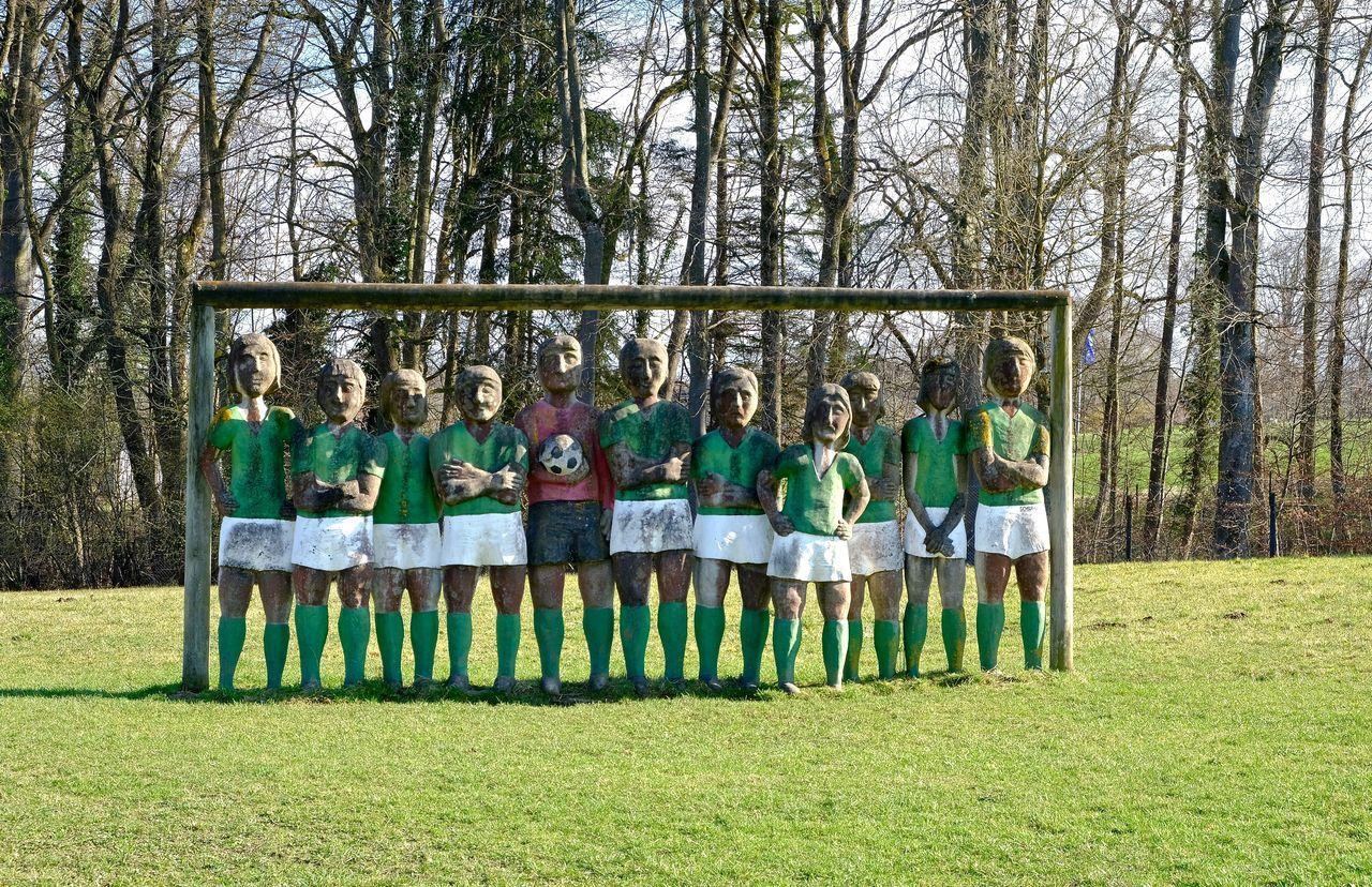 ArtWork Buchheim Museum Friendship Fußballmannschaft Grass In A Row Leisure Activity Outdoors Standing Togetherness