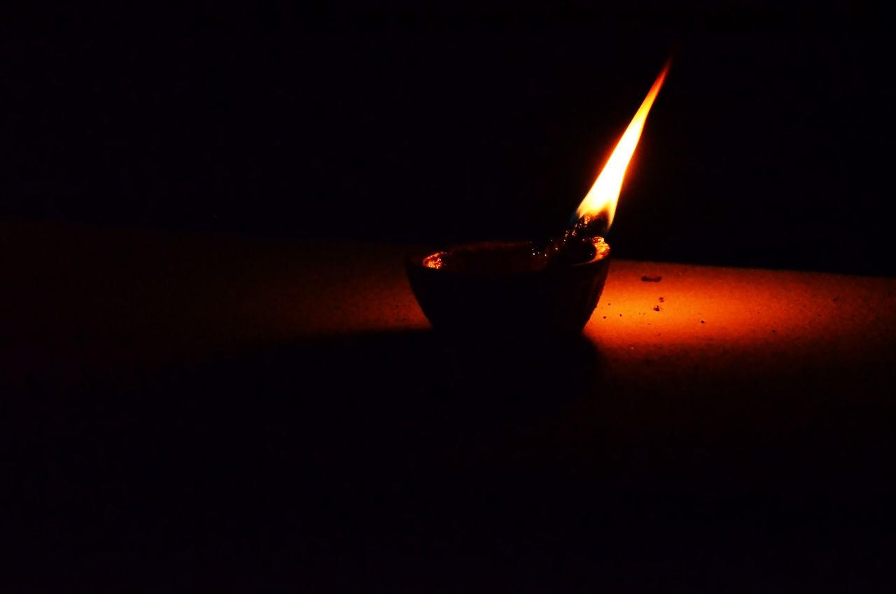Glow In The Dark Divine Light Black Background Eyeem