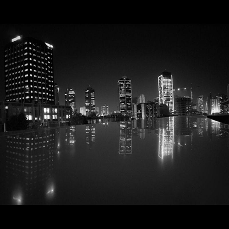 Monochrome Maslak night