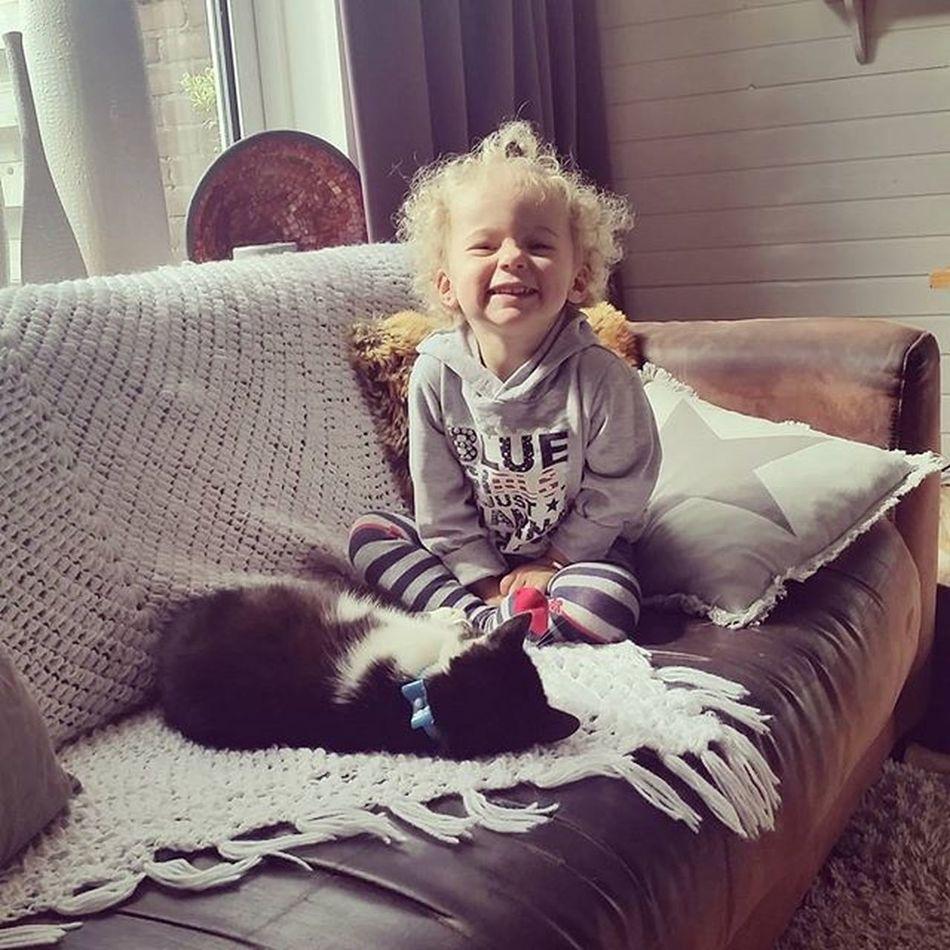 Draakje Mijnmeisje Mijnliefde Poes Kat Cat Pet Friends Vriendinentje Liz  Oppassen Cute Littlegirl Blondeharen