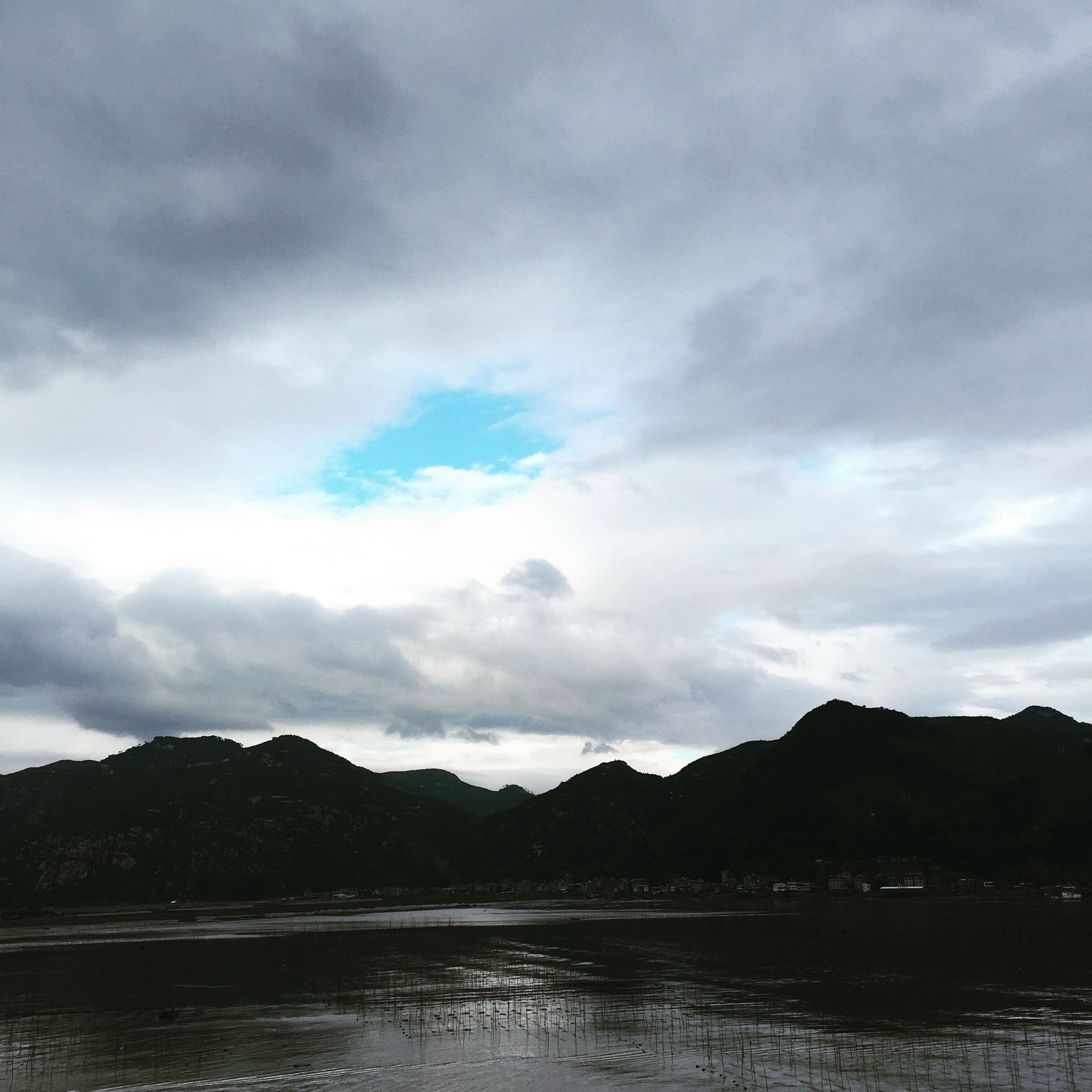 mountain, mountain range, water, sky, tranquil scene, scenics, tranquility, waterfront, beauty in nature, cloud - sky, lake, nature, cloudy, cloud, idyllic, river, reflection, non-urban scene, outdoors, day