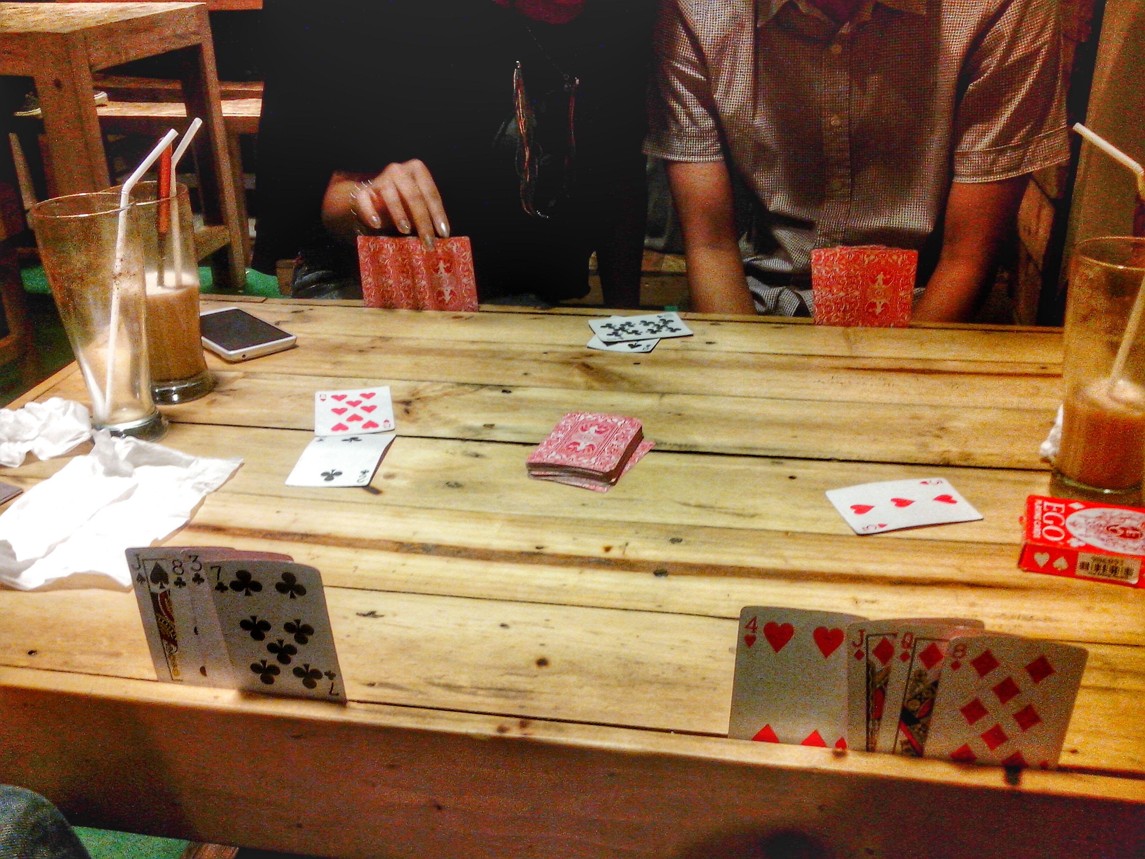 like Casino! Meeting Friends Playing Cards Casino