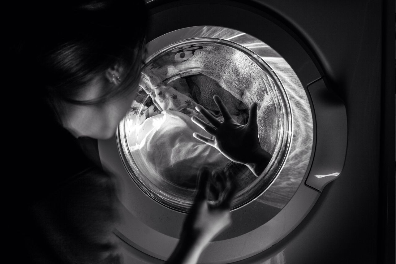 When I'm away. Learn & Shoot: After Dark Dark Black And White Washing Machine Girl Troubles Ideas People Conceptual 365 Pain Redemption Life Question Autoportrait Self Portrait The Week On EyeEm Wonder Lost Barcelona Home Woman Portrait Contact Taking Photos Photoshoot