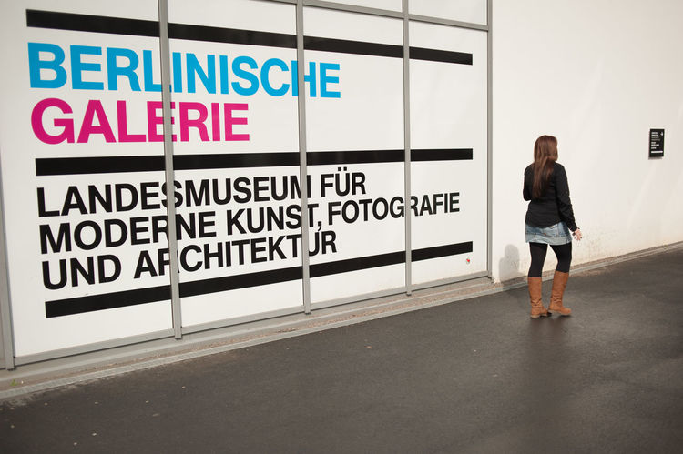 Berlinische Galerie BERLINISCHE GALERIE Woman Advertisement Berlinischegalerie One Person Real People Streetphotography Urban Scenery Urbanphotography EyeEmNewHere