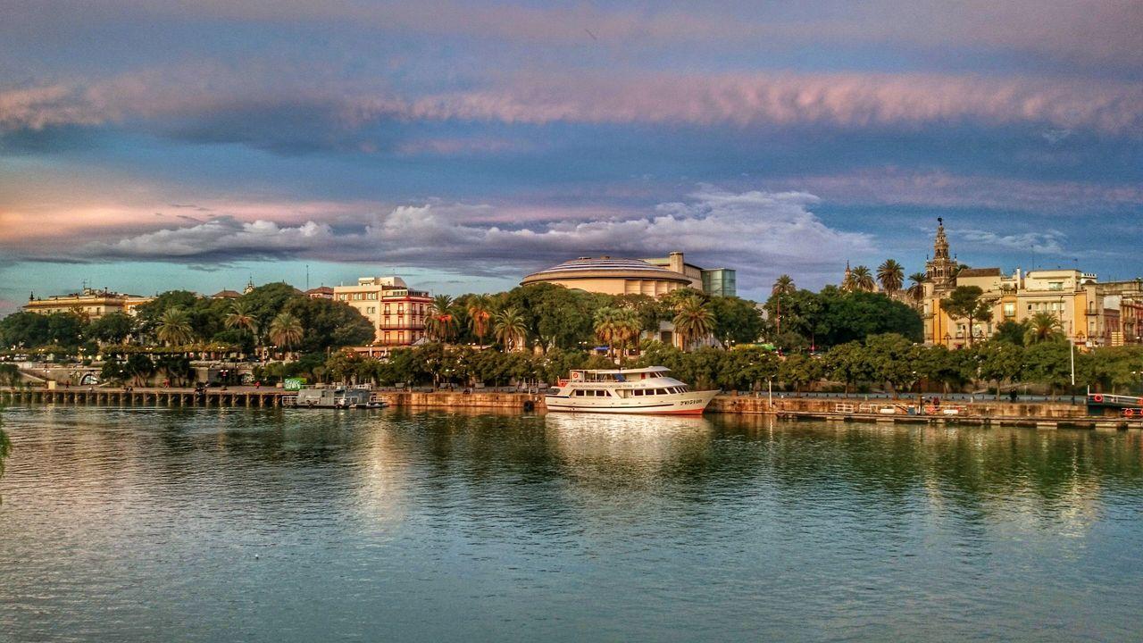 Sevilla Andalucía SPAIN River Guadalquivir Cityscapes Giralda Maestranza