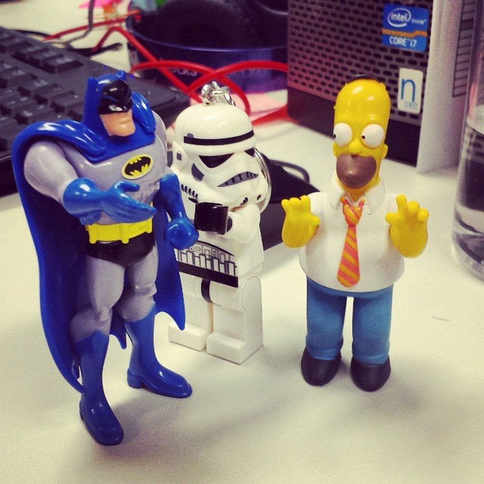 Prazer Batman!!! Uuuiiiiiii, ele eh o batman!!! RindoLitros Batman Simpsons Homer Tarde  Friday Stormtrooper