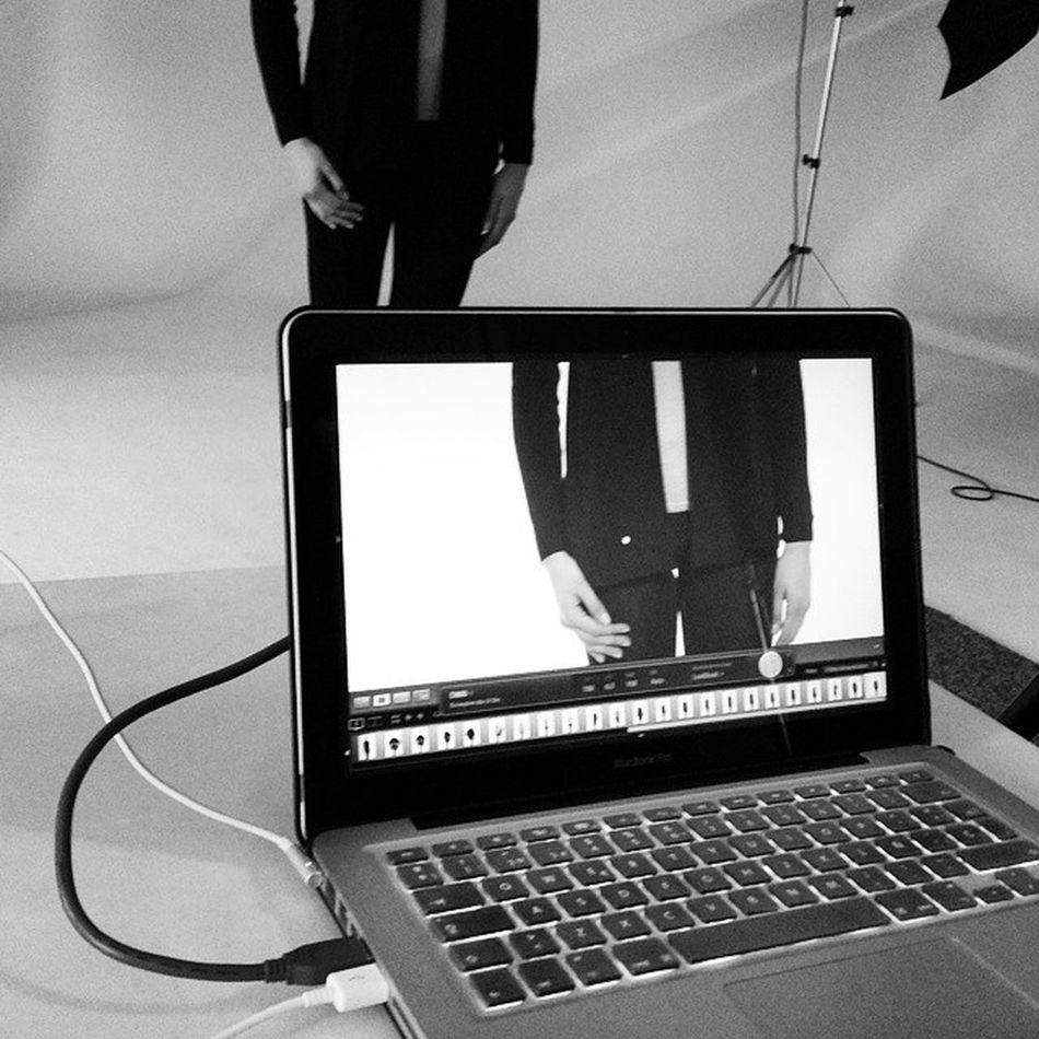 Gooood Morning! Continuamos con el Lookbook AW15 for @escorpionstudio with @anamirandaam ✌📷 Newcollection Shoponline ecommerce iLoveMyWork GreatTeam Shooting Barcelona MacBookPro model