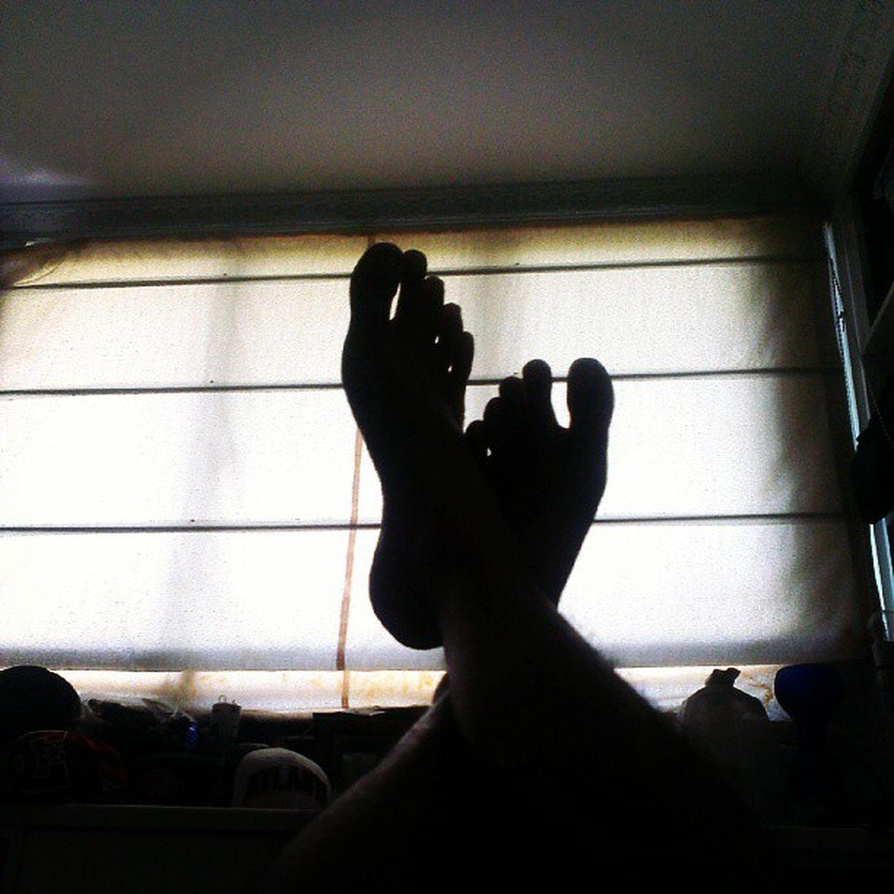 Love waking up to a flat stomach! Legraises AsweatAday Mypantsareliterallyfallingoff !! Abs Fitness Wellness
