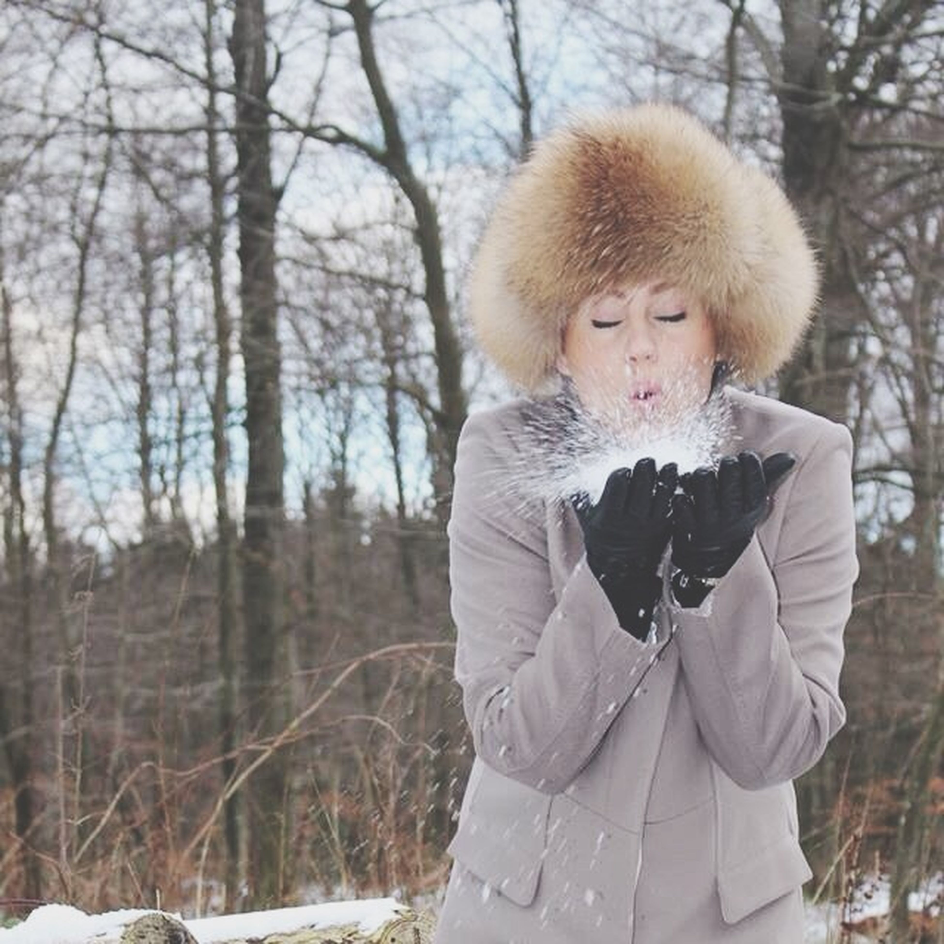 person, portrait, looking at camera, casual clothing, front view, lifestyles, young adult, tree, waist up, winter, leisure activity, focus on foreground, warm clothing, three quarter length, standing, smiling, cold temperature, forest