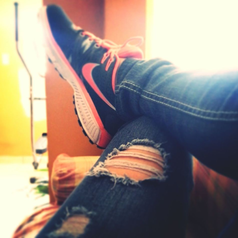 Hello World Relaxing Nikelover Sporty Girl ;) Silhouette Girl Portrait Of A Woman PorFinEsViernes ♡ Ripped Jeans