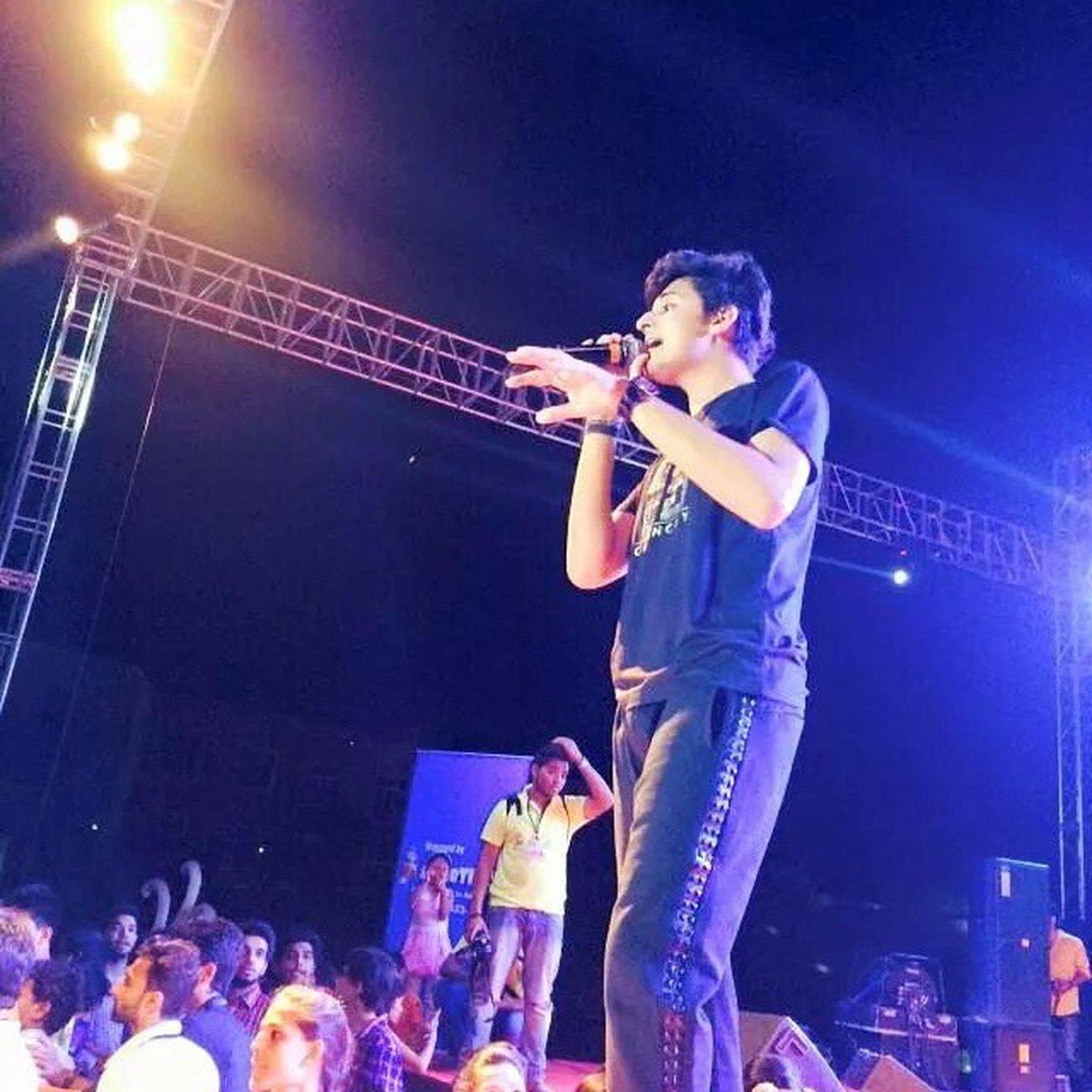 Gabbu At Bhilaiconcert 22march2015 Herock Awesomecrowd Spreadlove 💙💙💙💙@darshanravaldz @chinmayroydz @freedomdsharma