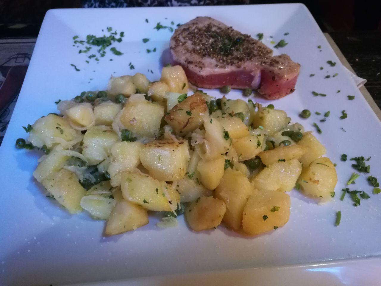 Food Prepared Potato Fish Atún Rojo Comida Sana/Healthy Food