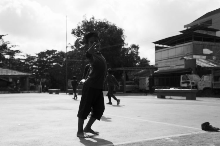 Pisssss Real People Outdoors Banjarmasin Photos That Will Restore Your Faith In Humanity Photoshoot Indonesia_photography Photo Of The Day First Eyeem Photo Potraitphotography Looking At Camera Pothography Photowalk Children Playing Games