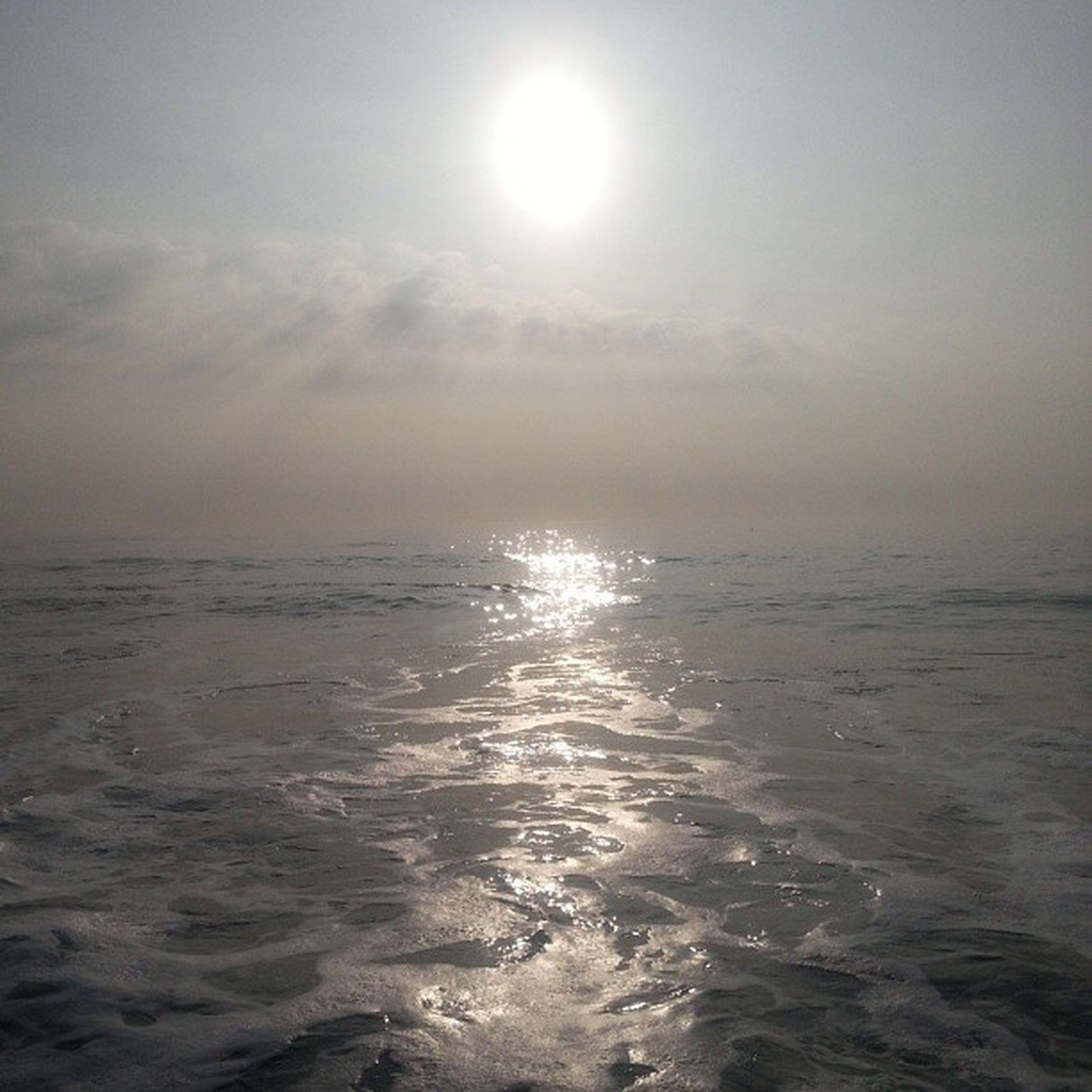 sea, water, sun, horizon over water, scenics, tranquil scene, tranquility, beauty in nature, sky, reflection, sunlight, waterfront, nature, sunbeam, idyllic, seascape, beach, sunset, rippled, lens flare