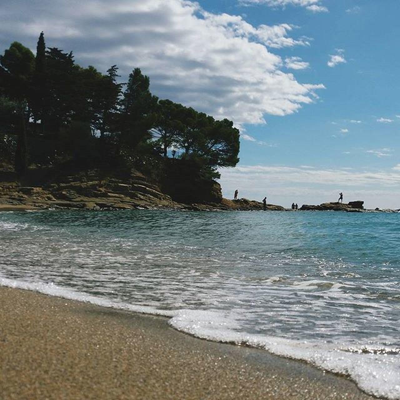 Un altre dia al paradís!!!. @ig_catalonia Ig_catalonia_mar . @ilovepiques Piquedevacaciones . Srs de @movilgrafias, acepten esta foto para el reto de Rutinagrafias , es lo que hago todos los días desde que estoy de vacaciones!! 😁😜 . Boooooon diaaaa a tothom!!!