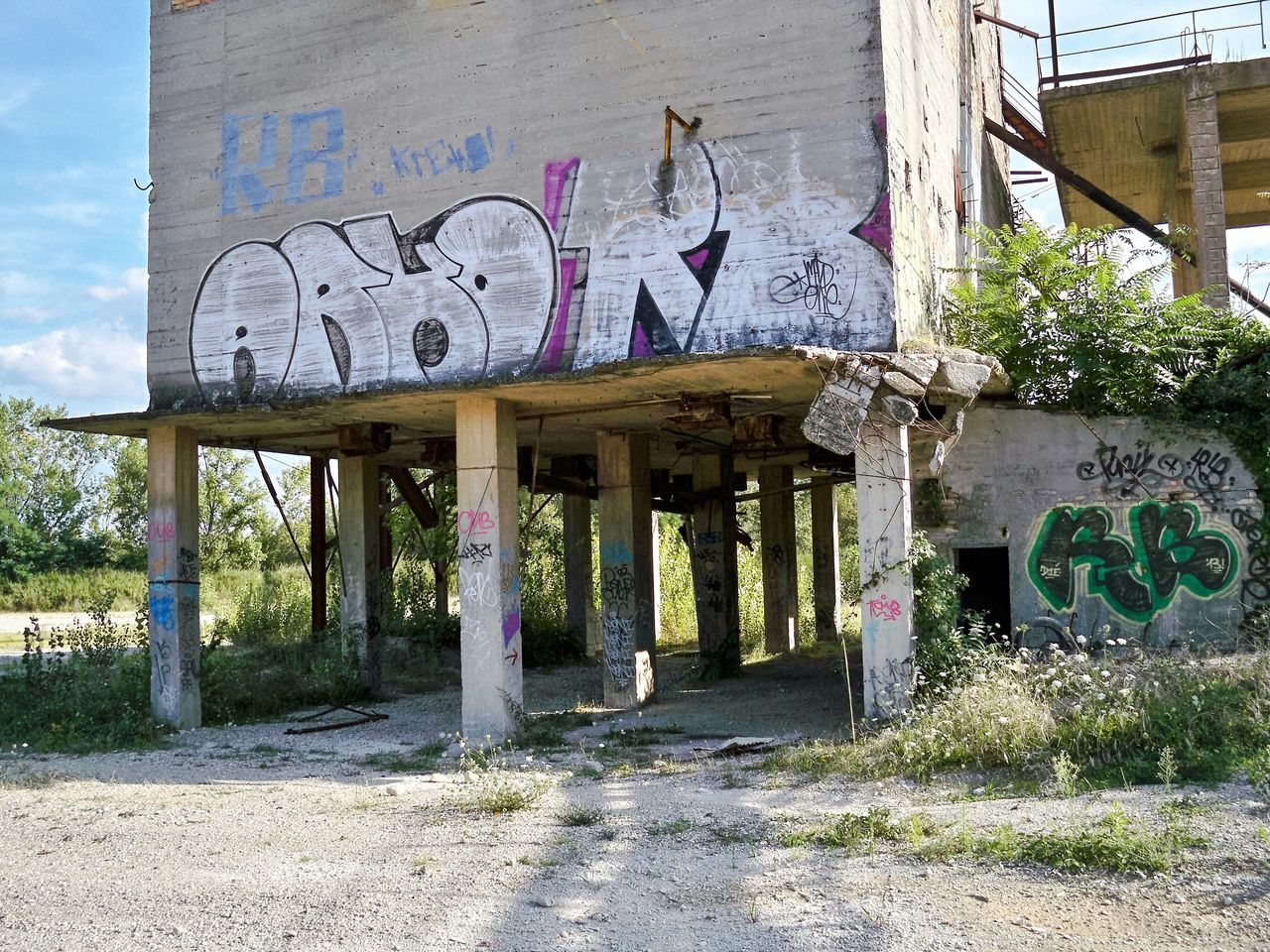 graffiti, architecture, day, communication, built structure, text, abandoned, building exterior, no people, outdoors