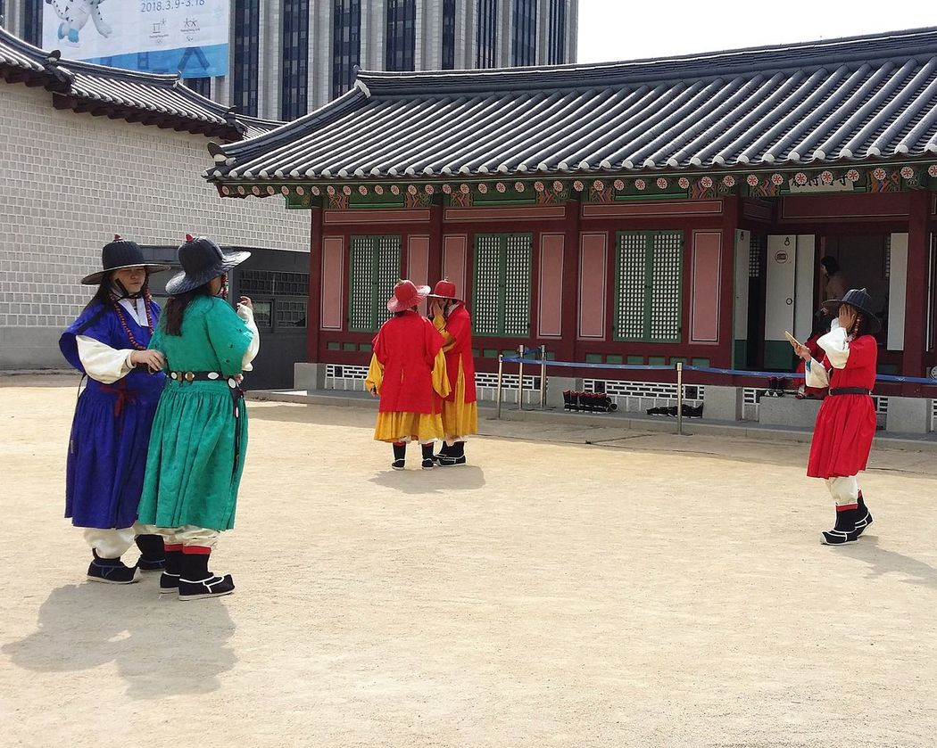 Men in Traditional Korean Clothing Freeentry if in costume Gyeongbokgung Palace, Seoul Kr_streetphotography Seoulstreetphotography Streetphotography Official Palace Joseon Dynasty 1392 -1897 Seoul South Korea Seoulspring2017