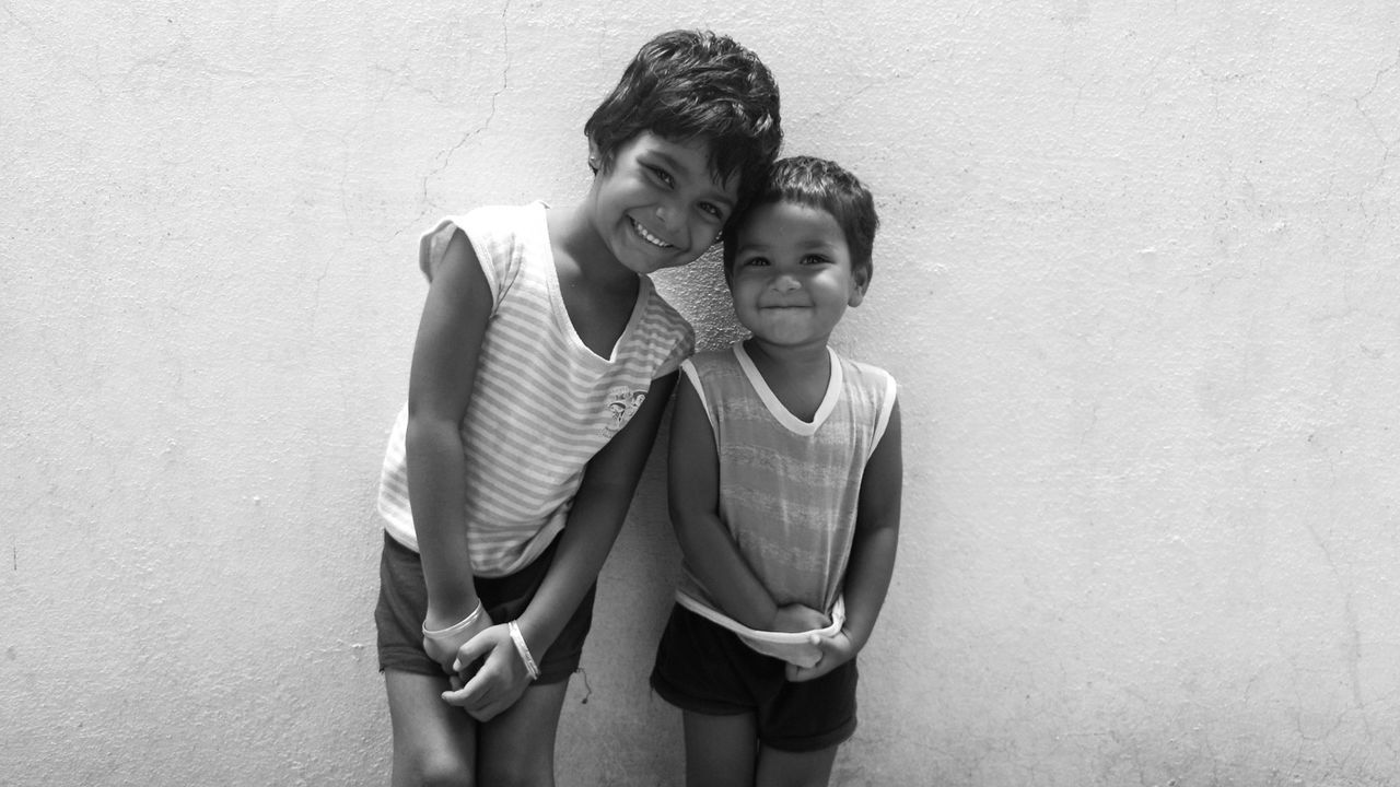 Eyeemphoto Taking Photos Check This Out Hello World Cheese! Hi! Mobile Photography Sisters Two Girls Kids Photography Monochrome Blackandwhite Black And White Photography Black & White Black And White Smiling :) Smiling Faces Smiling Girls Smile ✌