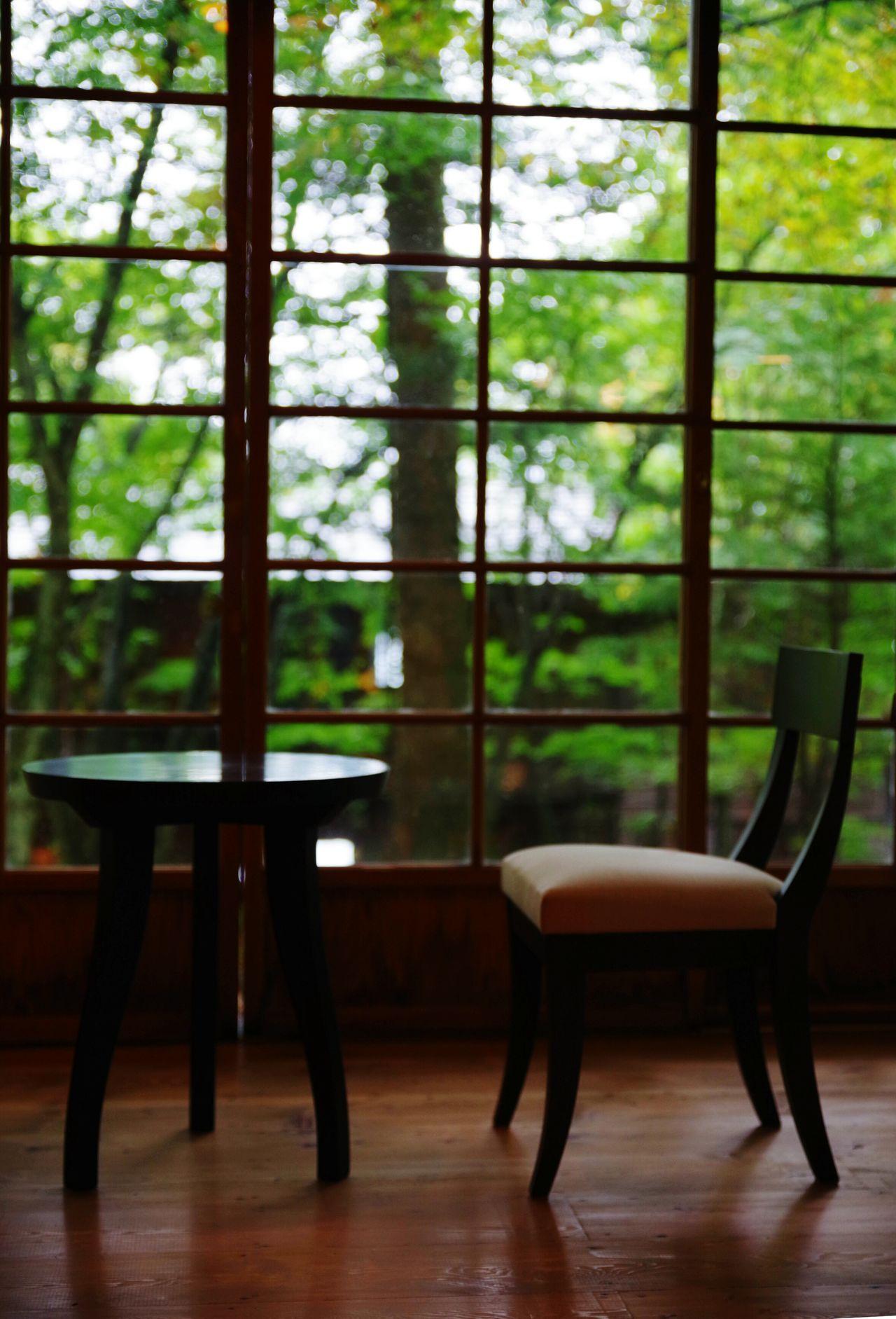 イタリア大使館別荘記念公園 の別棟にあるビデオは癒されます。1番のギターの音色はずっと聴いていたいくらい。 日光 Beautiful Japan Rainy Days Raindrops On My Window Indoors  Nice View EyeEmBestPics