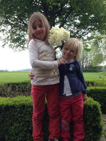 and these 2 :( Aupair sweet children with Daffodils