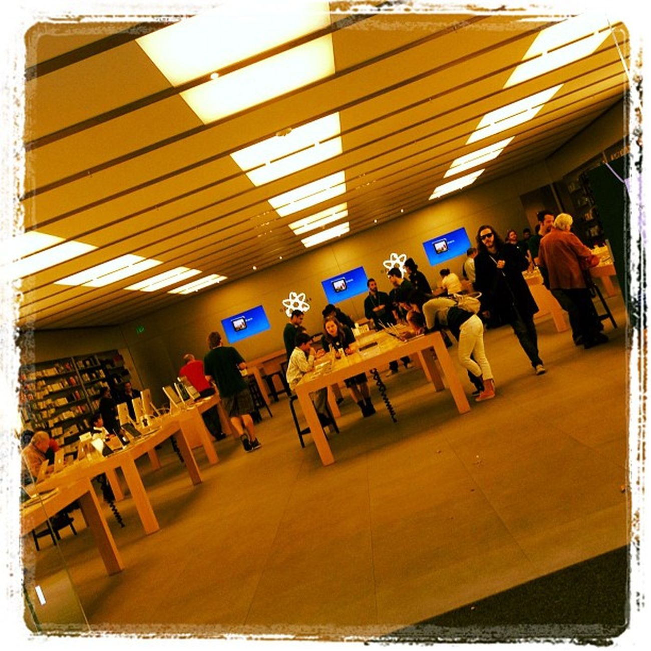 Playing with IOS iPhoto. #bethesda #iphoneography #jomo #bethesdarow IPhoneography Apple Bethesda Applestore Jomo Bethesdarow R112