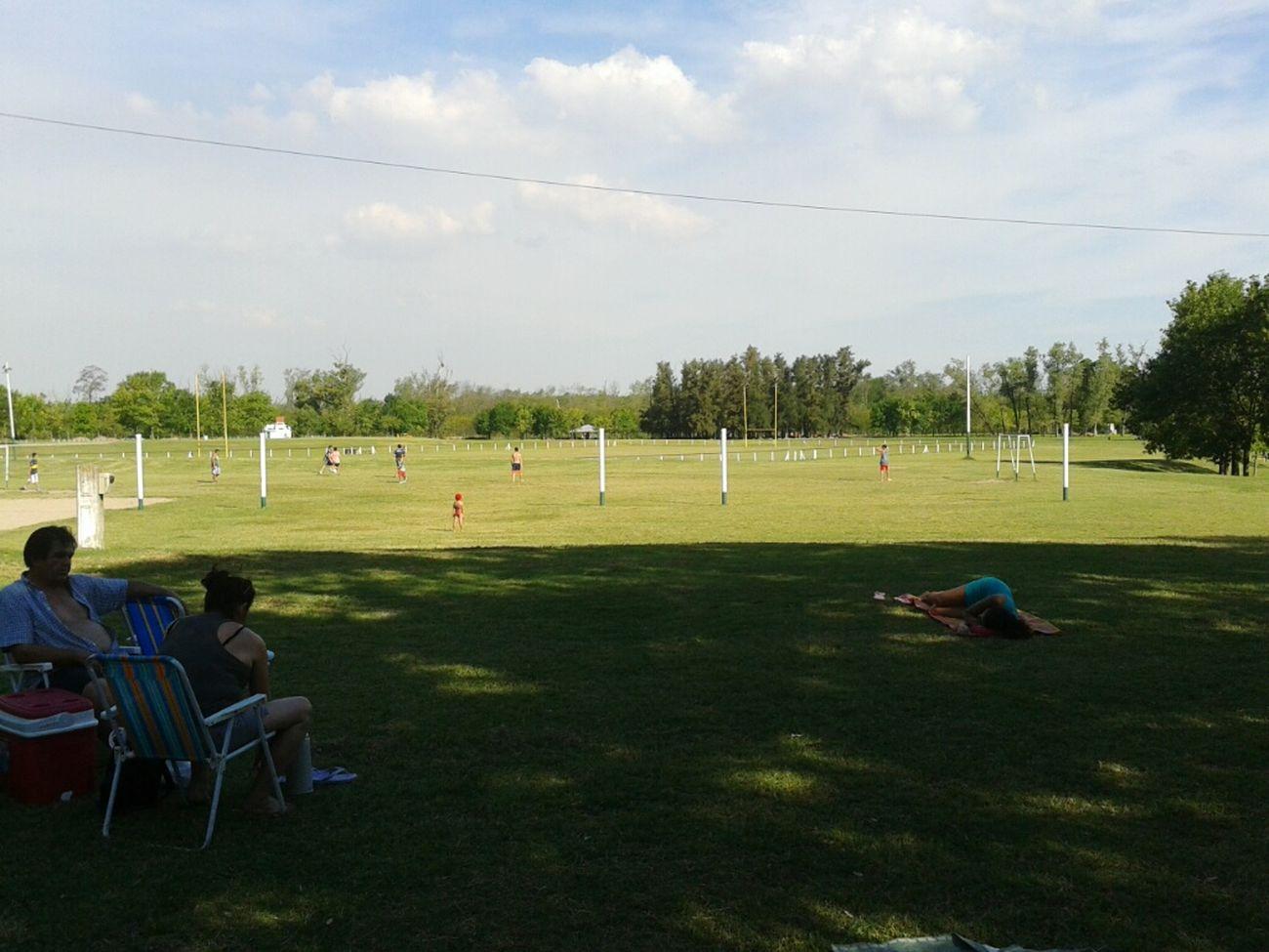 Relaxing + Relax + Futbol + Amigos + Family❤ + Hermoso Dia ☀ + Much Calor!!!