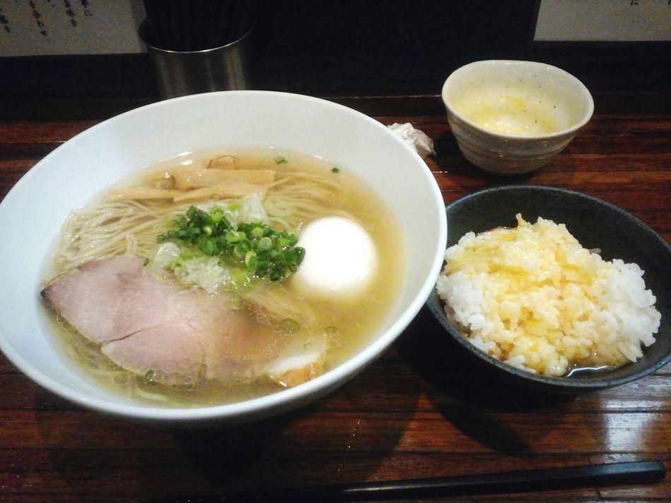 02252016 Ramentime🍜 Lunch Time! 進化 塩ラーメン たまごかけごはん 町田 結依 ディズニーのチケットを買いに行く途中で町田の有名なラーメン屋の進化へ。美味しかったです