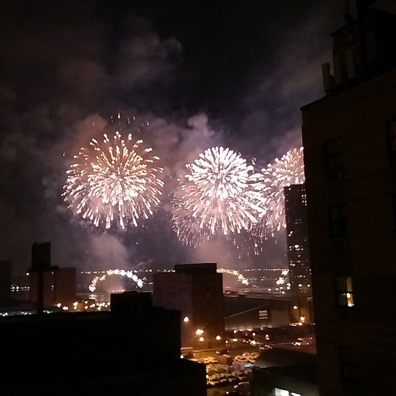 Can anyone tell me why there were Fireworks over the Hudson in midtown just now?! (Feb 17th 7:30pm) ... Or was that NYC 's Randomactsofkindness move?!?! Lol!!! Woooowww!! I LOVE fireworks!! Iheartny emmacphotos