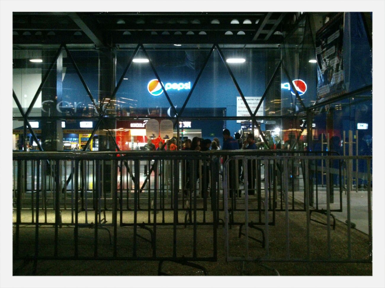 A la espera de Los Caligaris. Pepsi Center Mexico
