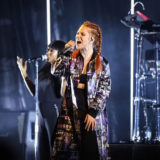 Jess Glynne at the Eden Project Edensessions . Sing Gig Concert Microphone Music