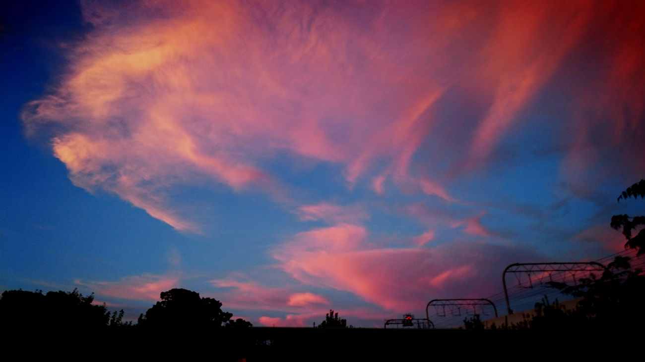 Just the way you are.. Sky Sky And Clouds Sky_collection Beauty In Nature Love Colors Of Nature Natural Photography Beautiful Colors Pink EyeEm Gallery Eyeem Photography I Love Sky  Enjoying Life Love To Take Photos ❤ Have A Good Time✨✨