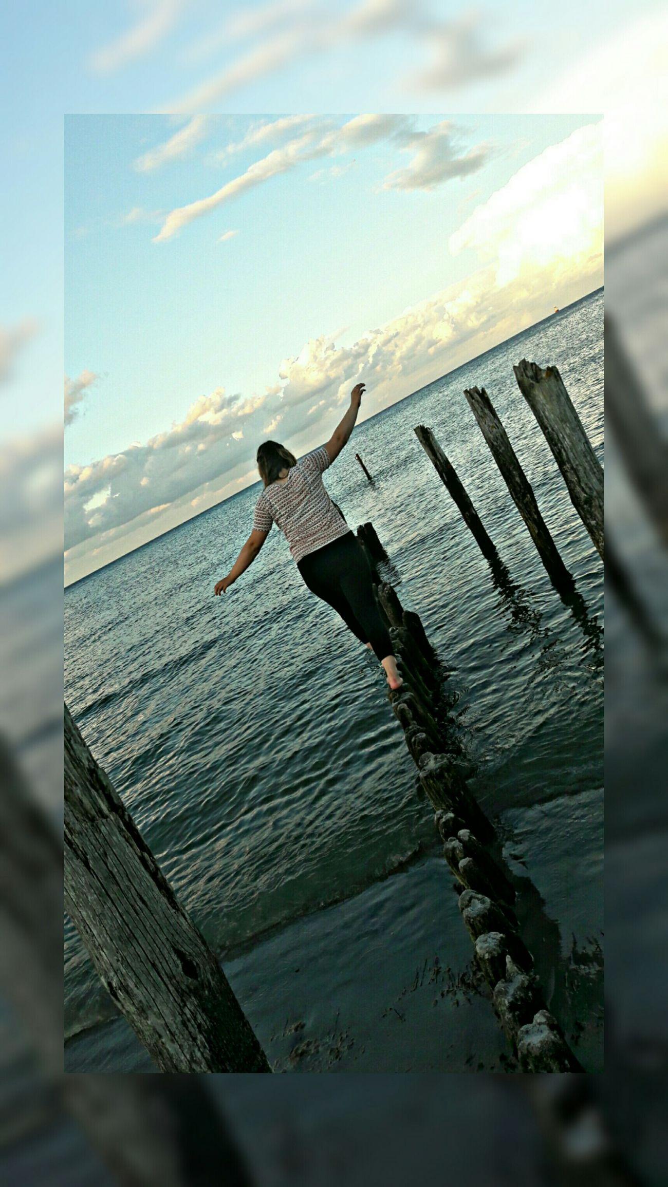 Und ich versinke im Meer in der Hoffnung das es mich in eine bessere Welt trägt. Sonne, Strand Und Meer Ostsee Taking Photos Ich Urlaub
