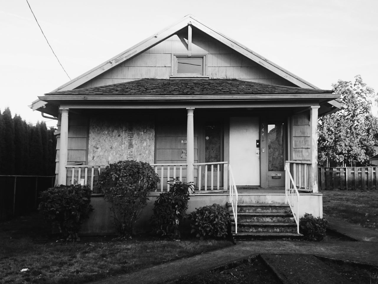 Abandoned Abandoned & Derelict No People Dark Black&white Black & White Monochrome Boarded Up Portland Portland, OR North Portland Abandoned House Symmetry Rule Of Thirds High Contrast