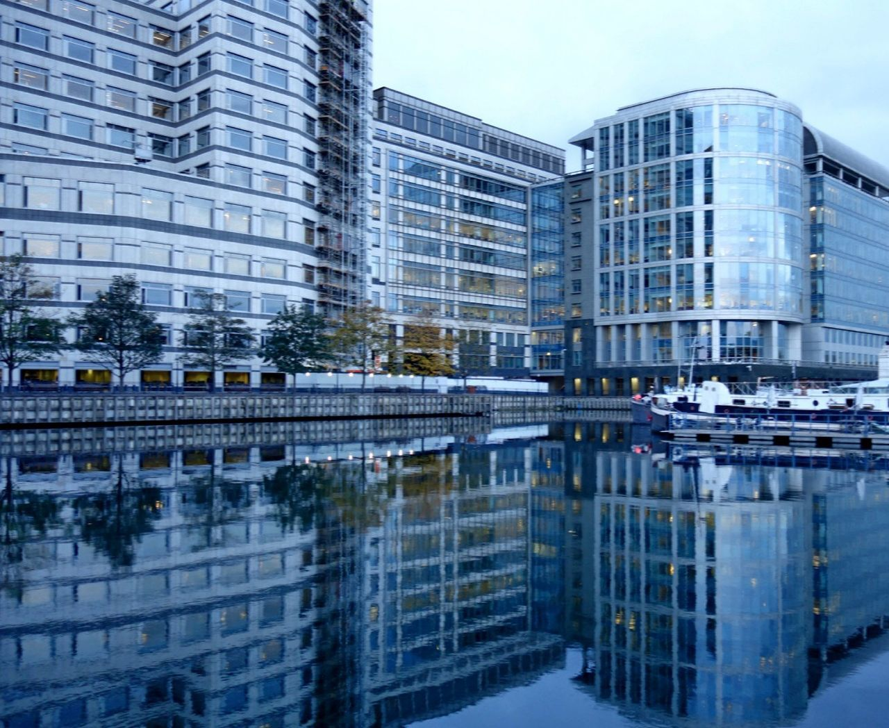 London Lifestyle Reflection Architecture Water Building Exterior Built Structure City Canary Wharf Skyscraper Modern Financial District  No People Office Building Exterior Cityscape Waterfront Sky UrbanTrends City Of London Urban Landscape LONDON❤ United Kingdom City Life Eyeem Galery Water Reflections Residential Building