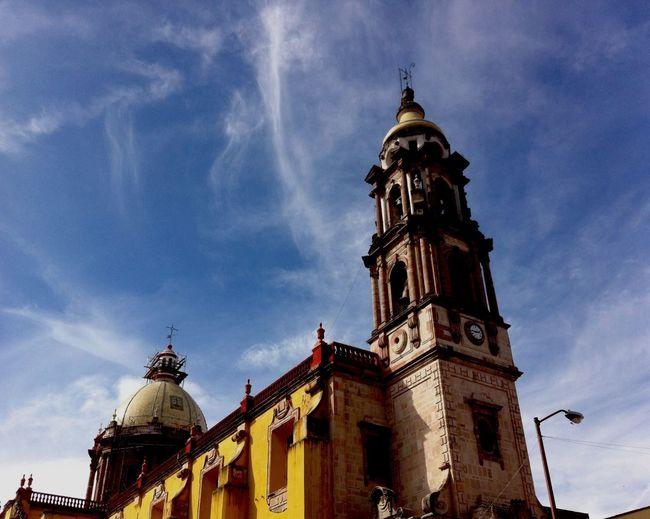 Yomochilero en Celaya, Guanajuato [Templo del Carmen] Mexico