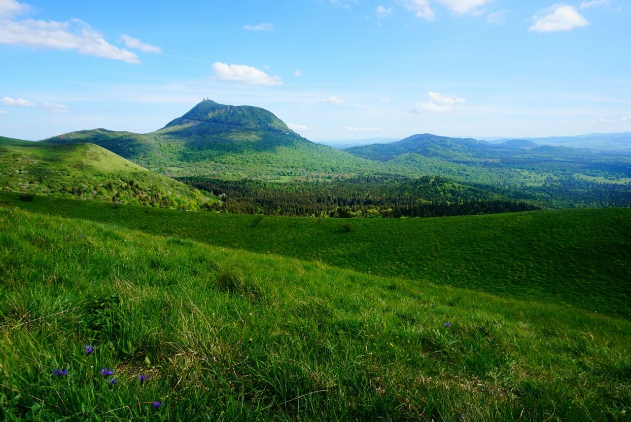 Auvergne Chainedespuys Clermont-ferrand Landscape Volcanoes France Sunny Day Iloveauvergne