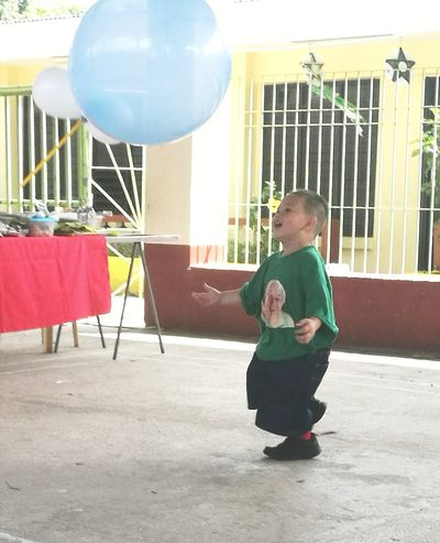 JRR Little Boy Innocent Smile Fun Kid Playing Kid Photography Balloon Enjoying The Moment The Portraitist - 2017 EyeEm Awards