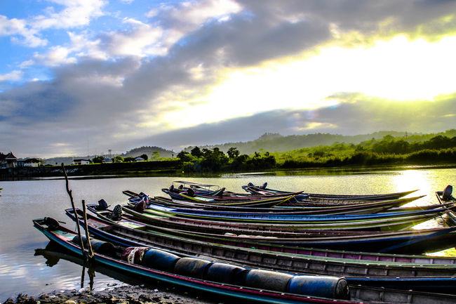 The Beautiful Morning Showcase April River Collection The Week Of Eyeem TheWeekOnEyeEM Sumateta Barat Minangkabau Rancak Sunrise Sunshine riverside photography Malephotographerofthemonth Boats⛵️