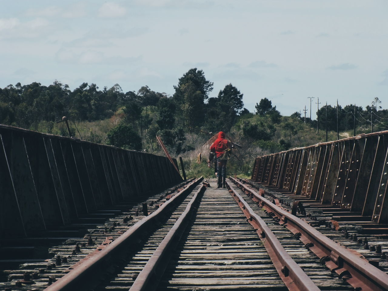 Pescadores sobre el puente abandonado. Transportation Railroad Track Outdoors Person Day Horizontal Adult Rail Transportation Bridge Photooftheday Photo Photography Photoshoot Foto Showcase: October Landscape Tranquil Scene The Week On EyeEm