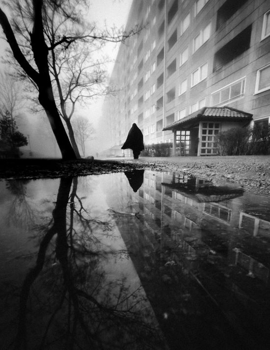 Instagram: @lenn.art031 Reflection Architecture Black & White Blackandwhite Bnw_collection Bnw Hammarkullen Streetphotography Urban Photography Urban Lifestyle Street Photography Streetphoto_bw Fine Art Photography Architecture_collection Urban Landscape Sommergefühle EyeEm Gallery Leading Lines Cinematography Urbanphotography EyeEmBestPics Composition Puddleography EyeEm Best Shots Puddle Reflections Black And White Friday