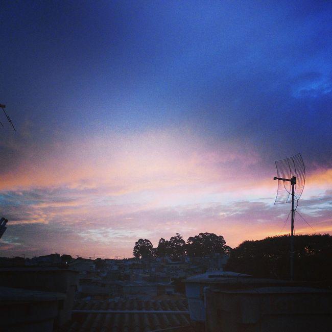 o dia terminou bem!! *-* muito lindo o ceu e coisa de Deus mesmo !!! obrigada senhor por mais um dia ...