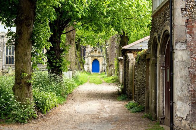 Feel The Journey walk the path into abbey gardens cathedral. First Eyeem Photo Colors Intriguing Travel Sightseeing England Cathedral Old Old Buildings Beautiful