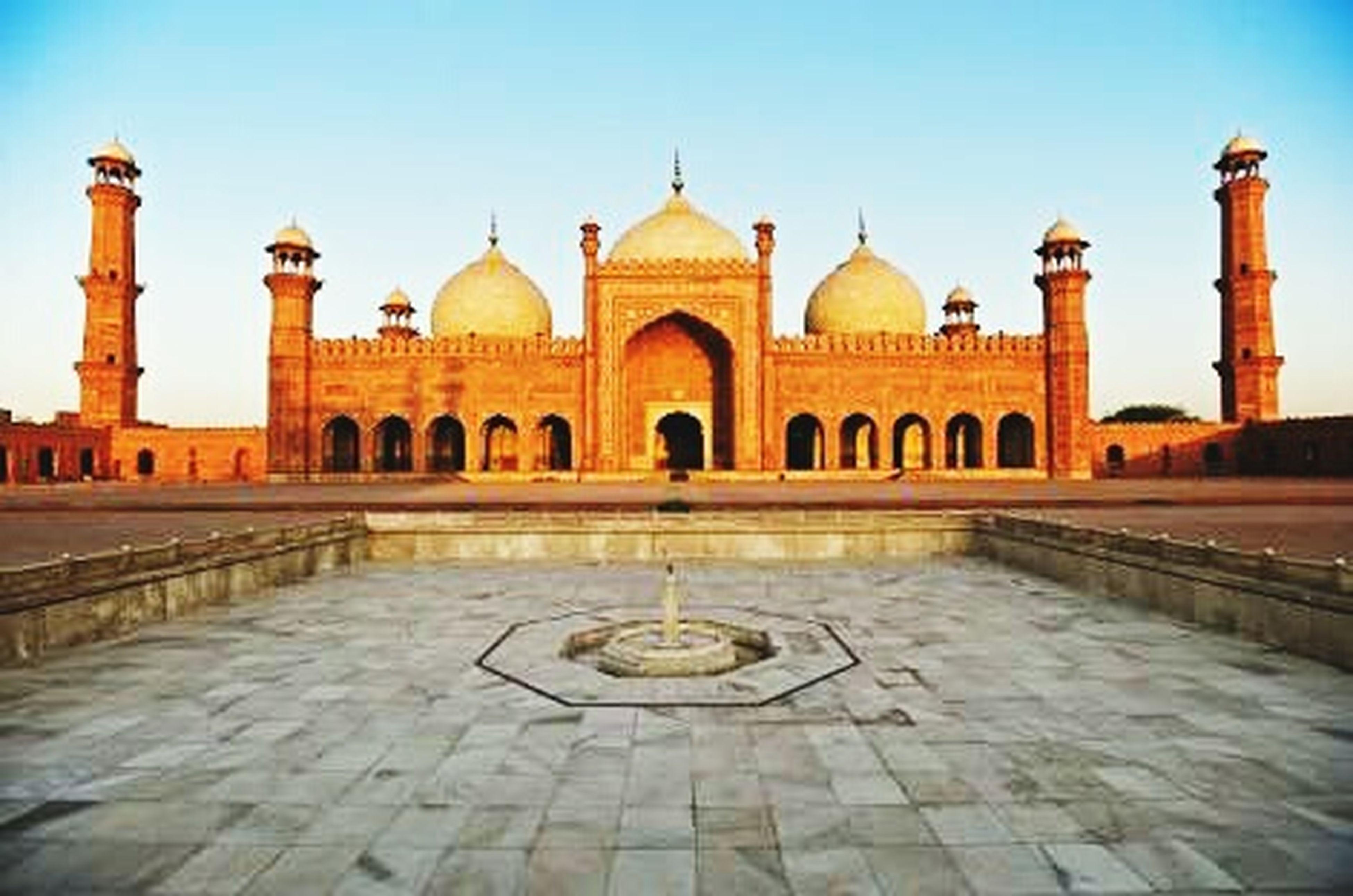 "TheBadshahi Mosque or ""Emperor's Mosque"" was built in 1673 by the Mughal Emperor Aurangzeb inLahore, Pakistan. Emperor'sMosque BeutyofLahore Historical Art Beautiful Place Historical Place Lahore Pakistan"