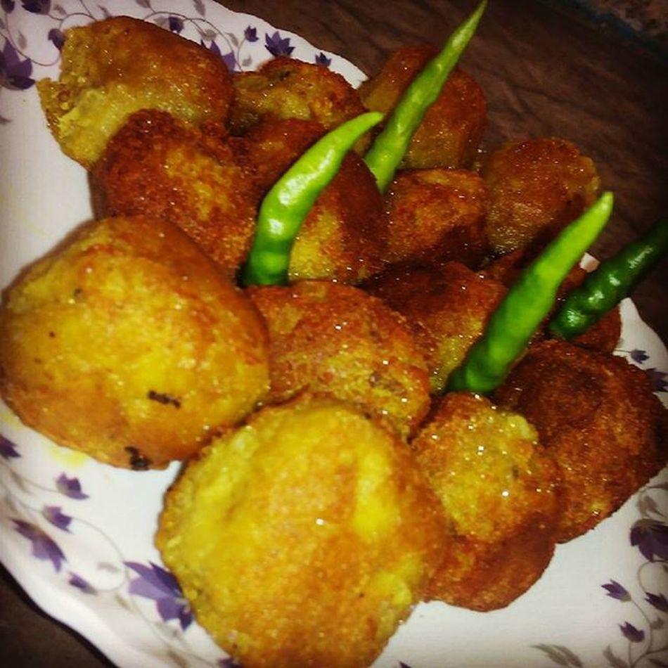 Fried Kela_Kofta with Green chilly... Ymmmiiii.... I love it